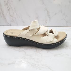Collections By Clark Ivory Leather Sandals Size 10